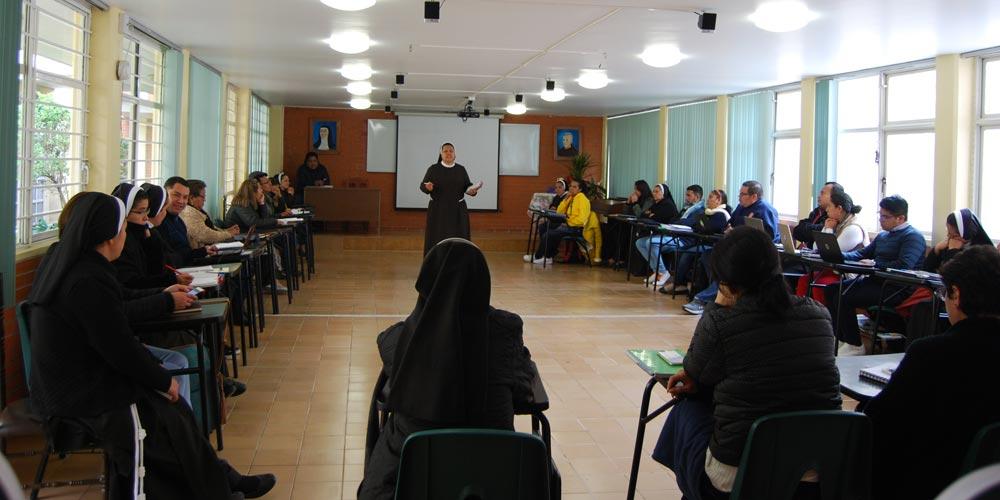 Capacitación a misioneros y voluntarios