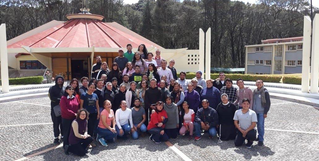 Misioneros se van a ejercicios espirituales