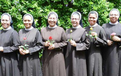 Renovación de votos de hermanas junioras